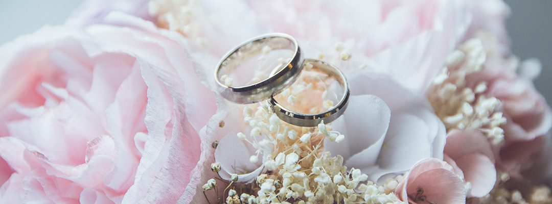 10 Must Have Props for the Wedding Album