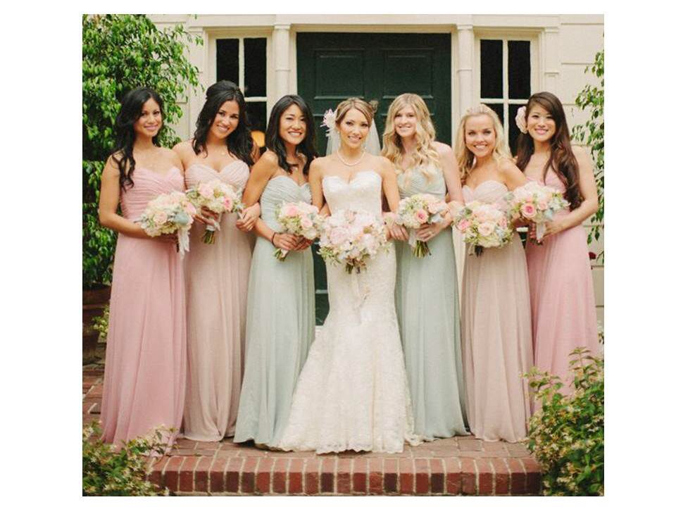 2019 saw more pastel coloured bridesmaid dresses