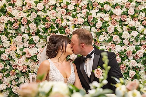 Wedding flower wall the trend of 2019