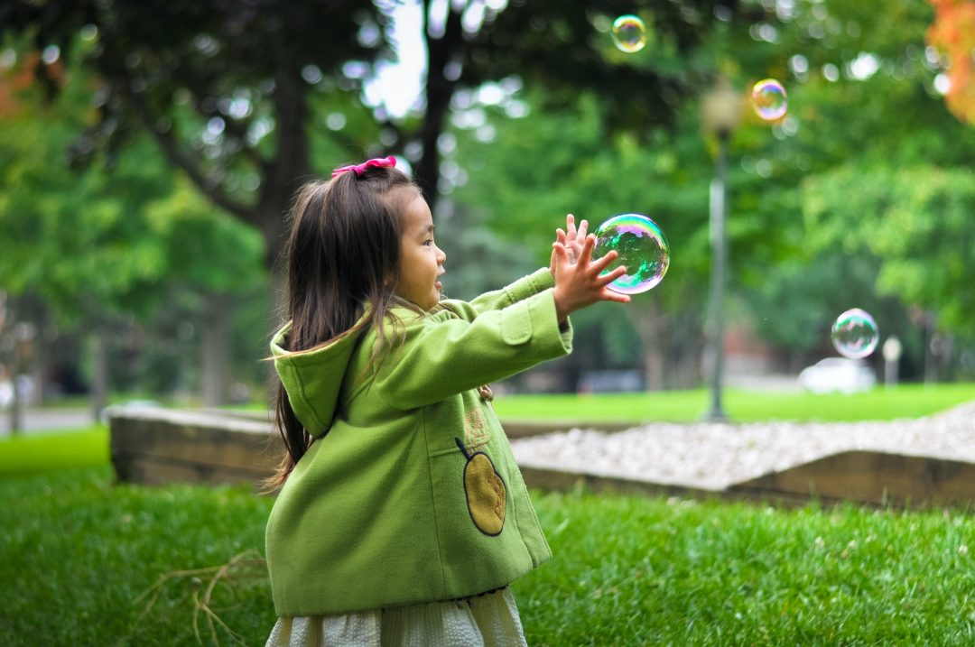 outdoor games for children to play at weddings - bubbles